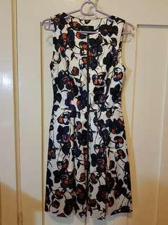 NEW Cue Satin Floral Zip Dress s8