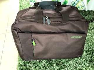 🚚 American Tourister Rolling Tote