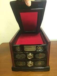 🚚 Vintage Korean Lacquer Jewellery Chest