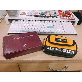 🚚 中華工程股東紀念品 ALAIN DELON腰包