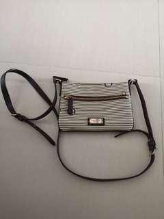 🚚 Oroton sling bag
