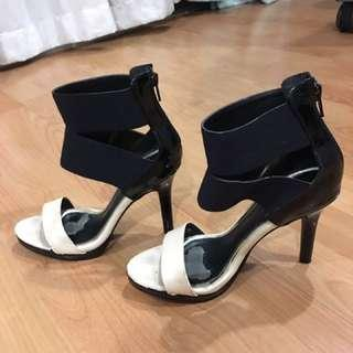 Strap Up vincci heels