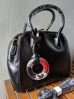 🚚 Black Leather Handbag/Shoulder Bag