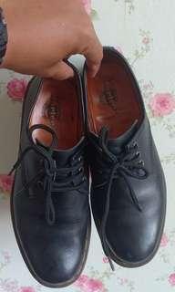 Sepatu Dorkmark (Dr.Martens)