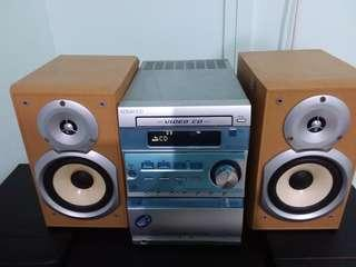 KENWOOD  VIDEO  N CASSETTE  TAPE PLAYER