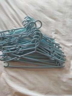 🚚 20 light blue clothes Hangers