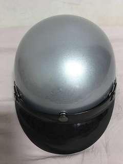 🚚 銀色半頂式安全帽