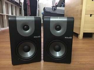 90% New Speakers - 1 pair of speakers (brand: ALESIS)
