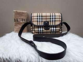 Preloved Authentic Excellent Condition 😍 BURBERRY Crossbody Check Nova Size 23 x 17 x 6 With Bag and Dustbag