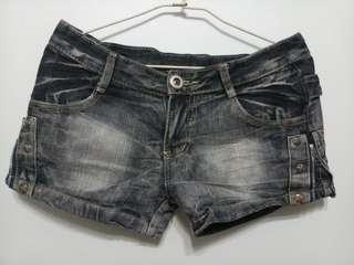 🚚 Black Faded Denim Shorts