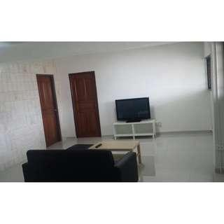 Very Spacious! Near Jurong East MRT! Move in condition! Call now!