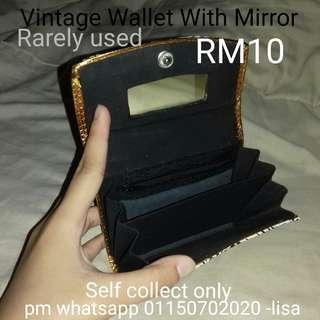 Vintage Wallet With Mirror
