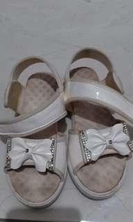 Sepatu sendal anak perempuan_putih