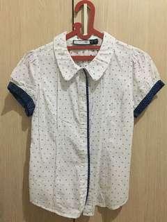 Kemeja Putih Polkadot / White Polkadot Shirt
