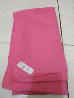 Hijab segiempat jumbo ukuran 130x130 pink