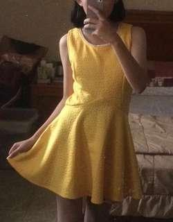 yellow dress with pearl