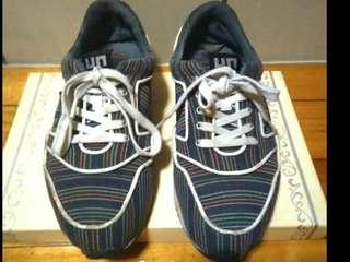 🚚 英國品牌 un United nude 休閒鞋