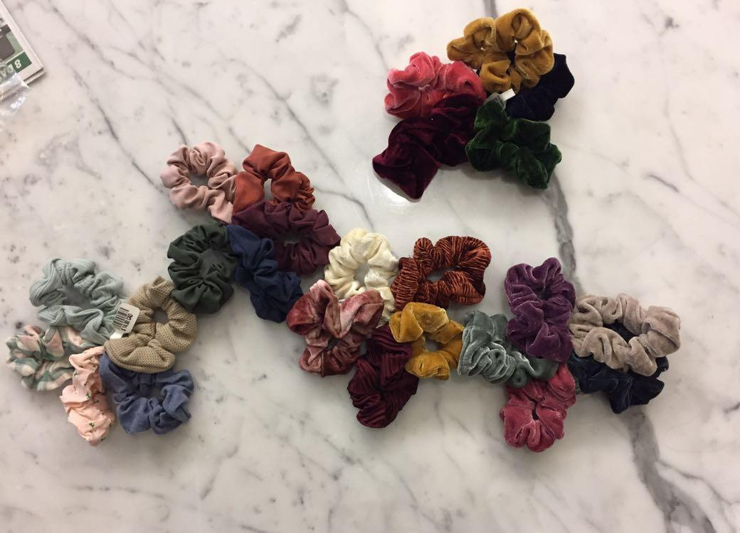 BRAND NEW URBAN OUTFITTERS SCRUNCHIES PACKS OF 5 ALL 25 FOR $30, OR READ DESCRIPTION FOR INDIVIDUAL PRICING