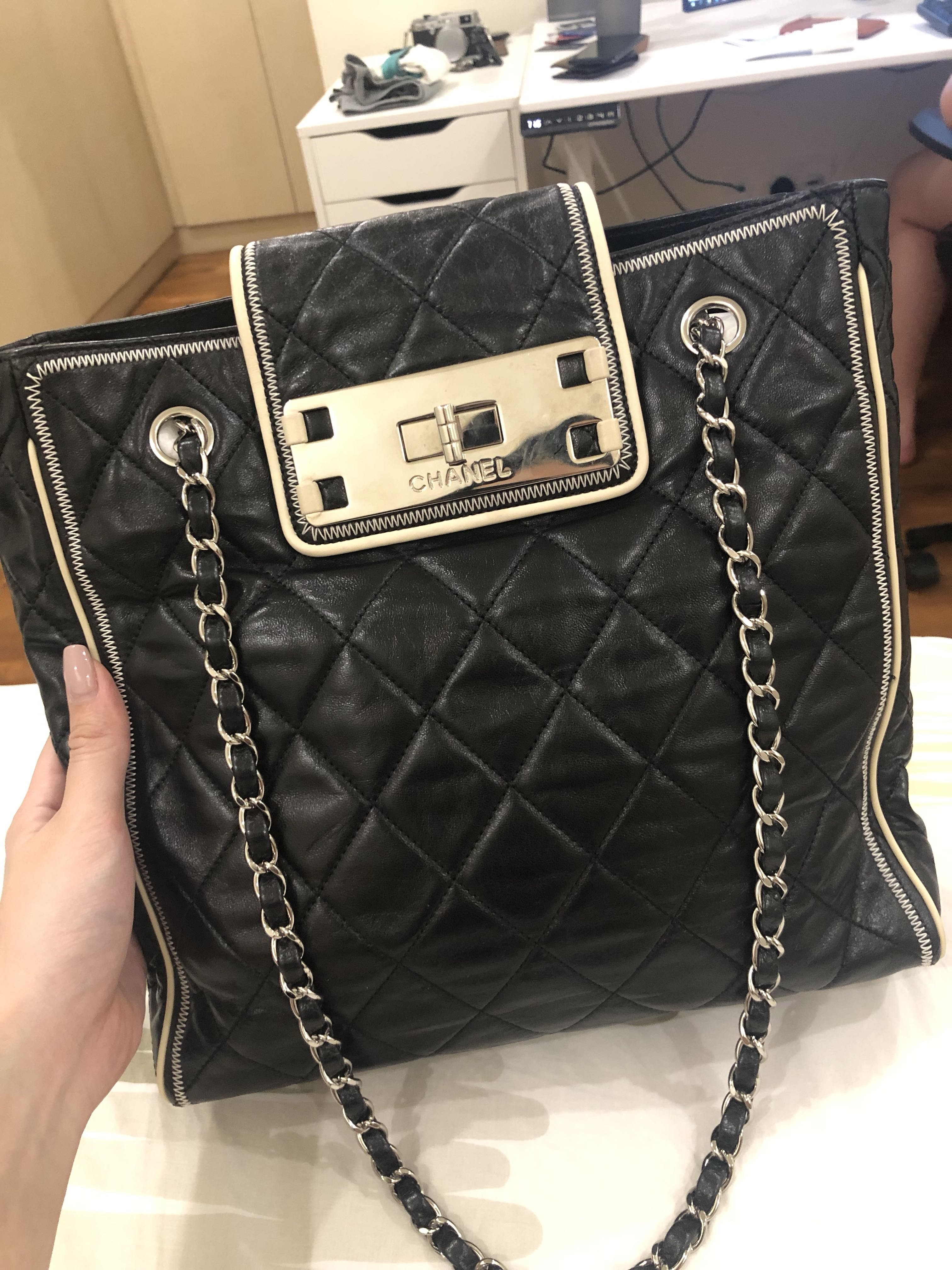 9bef2d3e7220 Chanel Vintage Tote Bag, Luxury, Bags & Wallets, Handbags on Carousell