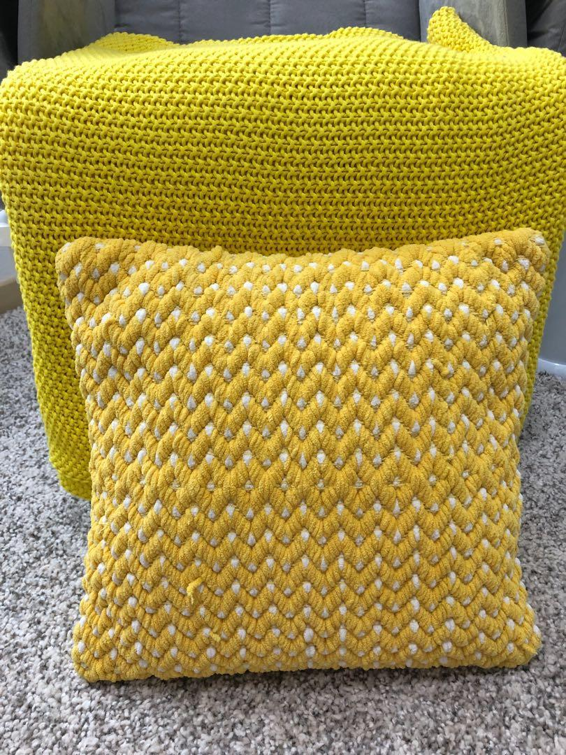 New knit throw blanket and pillow