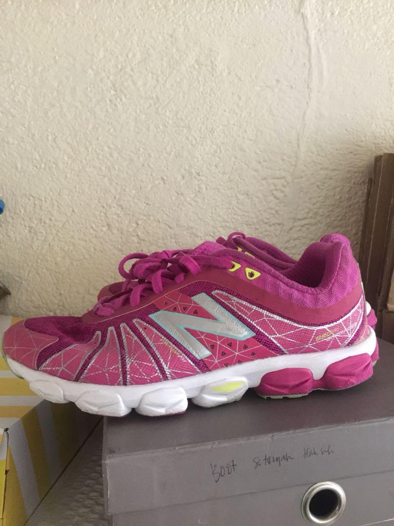 {NO EX} NEW BALANCE RUNNING SHOES