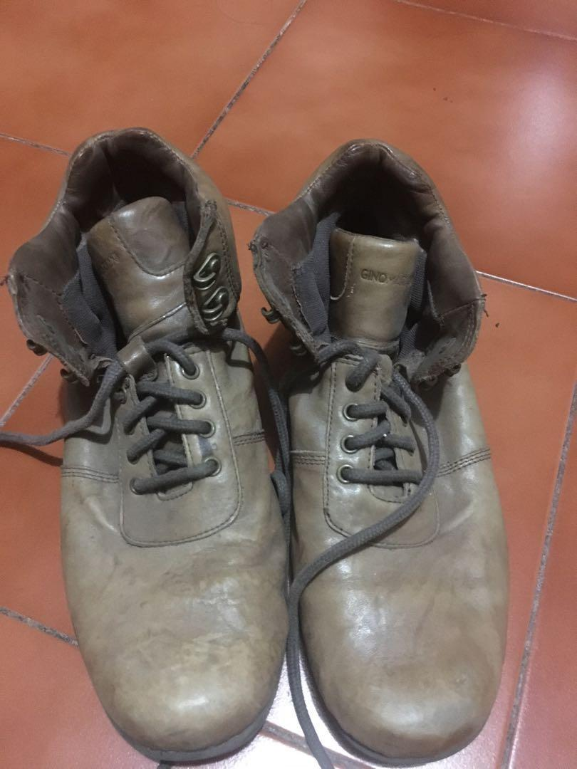 Sepatu laki boots