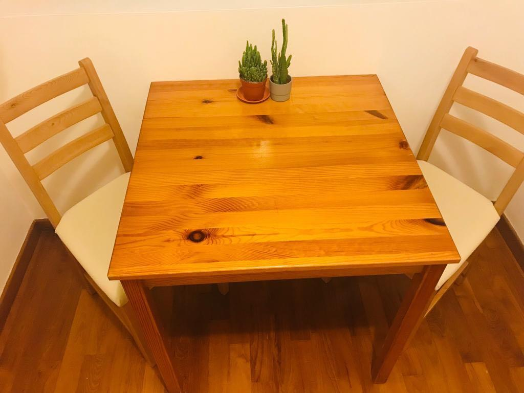 Small Dining Table And 2 Chairs Furniture Tables Chairs On Carousell