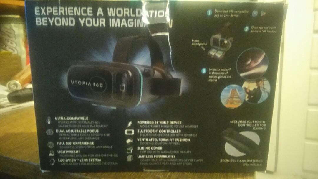 Virtual reality 3D headset with Bluetooth controller