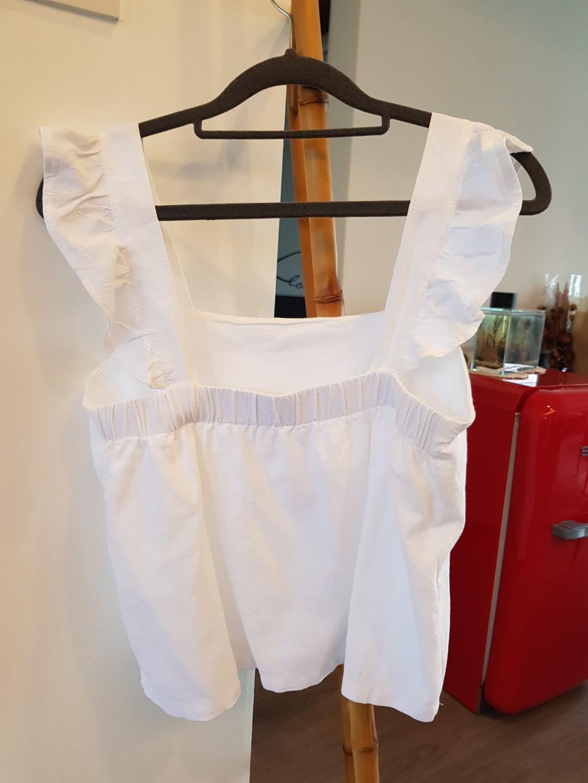 White pretty top w frilly straps