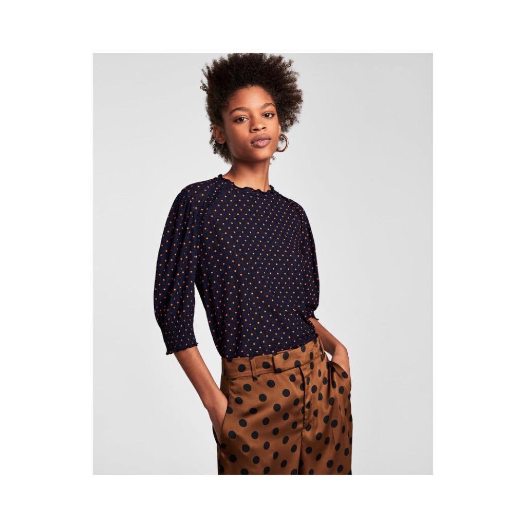 4d689407 Zara polka dot top navy blue short sleeve, Women's Fashion, Clothes ...