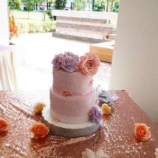🚚 Wedding cake