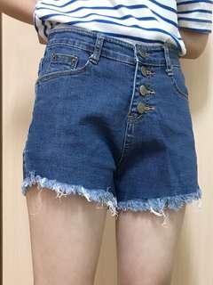 🚚 排扣抽鬚牛仔短褲