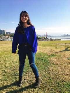 寶藍色柔軟V領毛衣