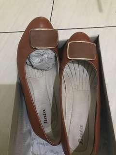 Sepatu heels bata