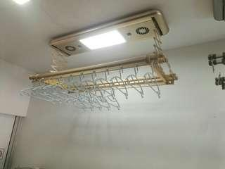 Electronic clothes rack
