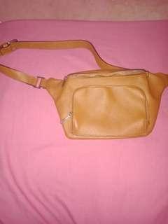 Waistbag Stradivarius kulit
