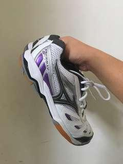 *PRICE DROP* NEW MIZUNO SIZE 7 VOLLEYBALL SHOES