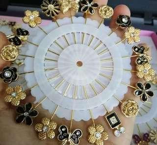 🚚 Black n gold hijab pi