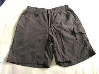 Columbia OMNI DRY 深灰色短褲