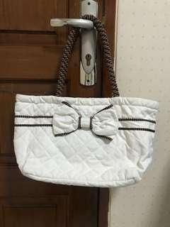 Tas warna putih  NARAYA