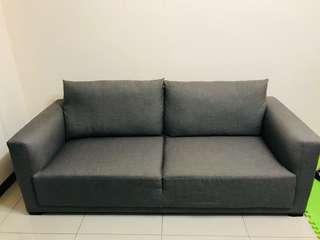 超有質感灰色三人座沙發