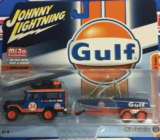 Johnny Lightning 1:64 1980 Toyota Land Cruiser with boat and trailer - Gulf Limited Edition 拖車