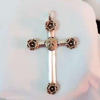 🚚 天主教純銀聖物  天主聖神 聖十字架配飾  (Ag925十字架身配黃銅花朵)