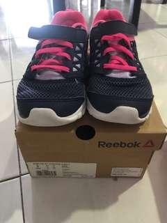 Reebok shoes size uk 2.5