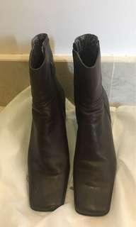 Ankle boot brown leather