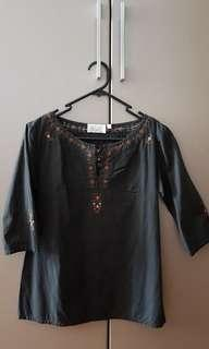 🚚 Black Top / Blouse with embroidery