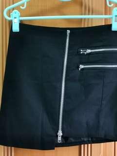 🚚 Black Skirt (FOREVER 21)