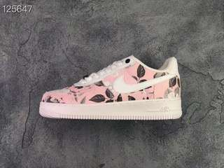 separation shoes 3fee7 c8a54 Nike Air Force 1 Low