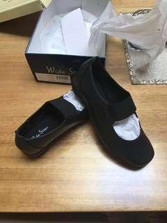 Wide steps Black Ladies Shoes