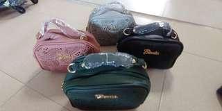 🚚 Mini sling bag